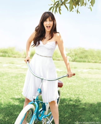Normal_Zooey_Deschanel_001